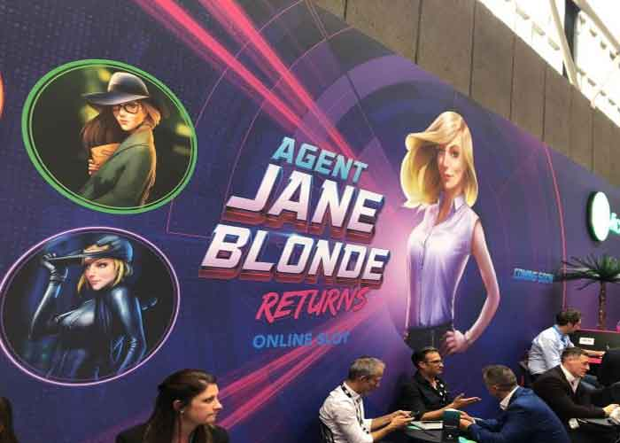 Agent-Jane-Blonde-Returns-slot-2